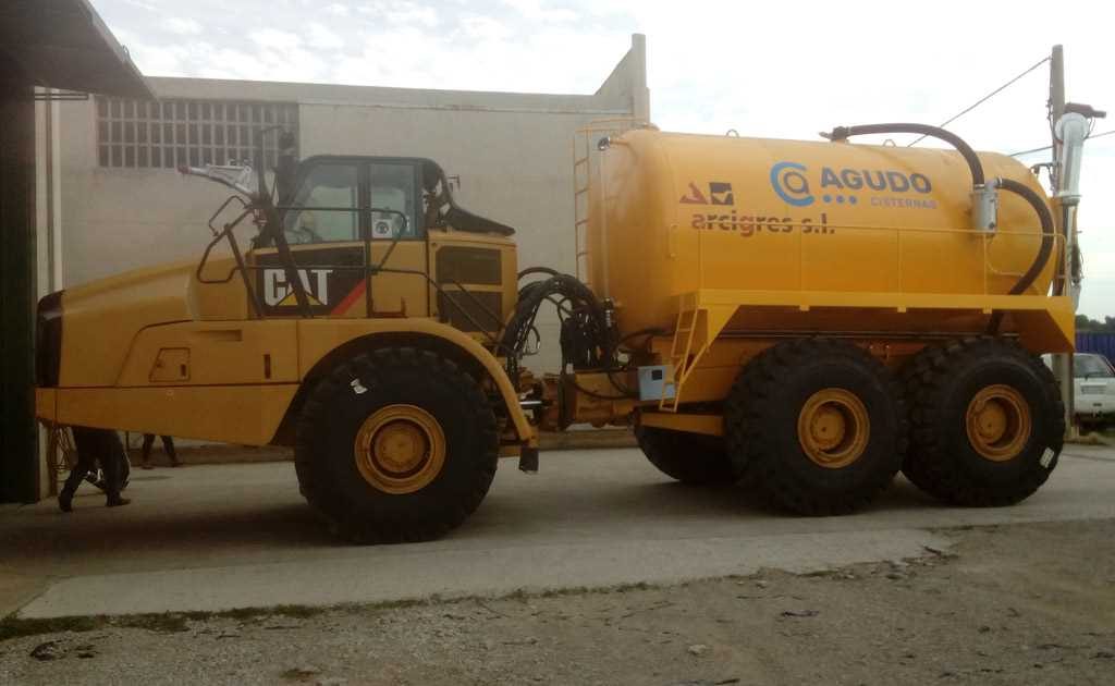 Vehículo cisterna para ejecuciones especiales en minas